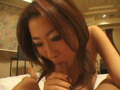 Japonaise qui aime le sexe suce